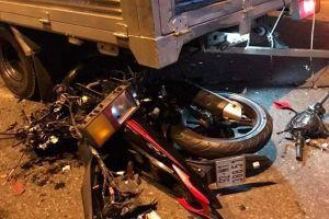 Tông vào đuôi xe tải, xe máy vỡ nát, thanh niên thiệt mạng ở Quảng Nam