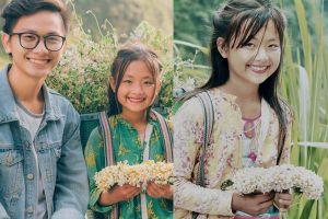 Sau cô gái bán lê, dân mạng tiếp tục phát sốt trước em bé bán hoa mang vẻ đẹp lạ ở Hà Giang
