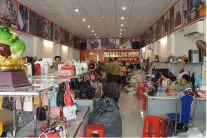 Hà Nội: Thu giữ hàng trăm sản phẩm túi xách giả nhãn hiệu