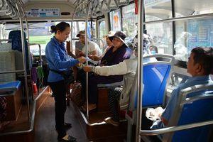 Hơn 20 vạn người cao tuổi đã làm hồ sơ đăng kí thẻ miễn phí xe buýt