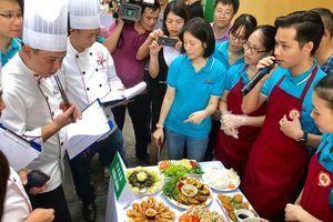 Người lao động ngành Công Thương chuẩn bị thi tài nấu ăn, thể hiện 'Hành động vì an toàn thực phẩm'