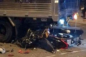 Nam thanh niên chạy xe máy tự tông vào đuôi ô tô tải tử vong