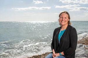 Sarah Thomas, 'kình ngư' mang căn bệnh ung thư vú ác tính chinh phục hành trình bơi 4 chặng eo biển Anh