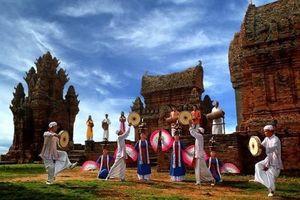 Đắm mình trong điệu múa Apsara với tiếng trống Paranưng rộn ràng tại phố đi bộ Hồ Gươm