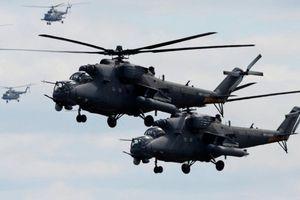 Trực thăng Nga đáp xuống căn cứ Mỹ bỏ lại ở Syria