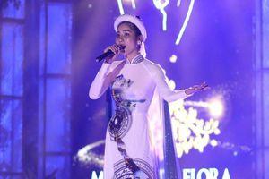 Hoàng Hạnh hát chênh phô tại Hoa hậu Trái Đất