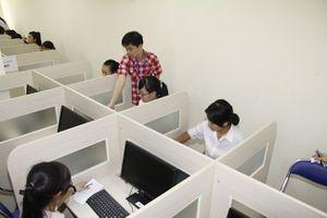 Thi THPT Quốc gia trên máy tính: Học sinh bắt đầu làm quen