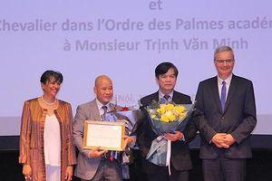 Hai giảng viên Việt Nam nhận Huân chương Hiệp sĩ của Cộng hòa Pháp