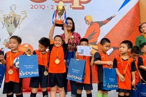Cầu thủ nhí nhận giải thưởng 'Quả bóng vàng'