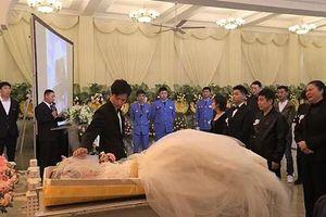 Xúc động với lễ cưới được tổ chức trong chính tang lễ của cô dâu
