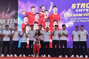 Xuân Trường nói gì với Quang Hải trước siêu phẩm 'cầu vồng tuyết' ở Thường Châu?