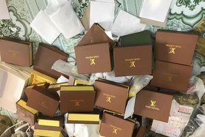 Thu giữ hàng nghìn túi xách hàng hiệu giả giá từ... 30.000 đồng