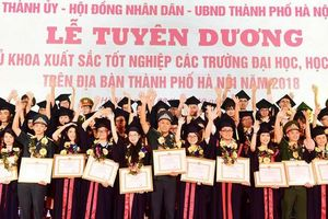 Hà Nội tuyên dương 86 thủ khoa tốt nghiệp xuất sắc