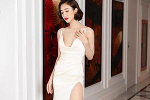 Á hậu Hà Thu 'đốt mắt' người hâm mộ với trang phục sexy hết nấc