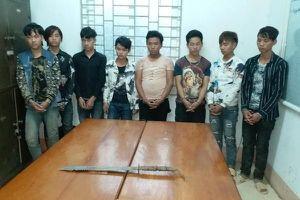 Nhóm thanh niên Lào Cai say rượu, mang kiếm đi cướp tài sản ra đầu thú