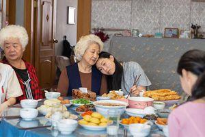 'The Farewell' - Bộ phim gia đình Trung - Mỹ đẹp đẽ