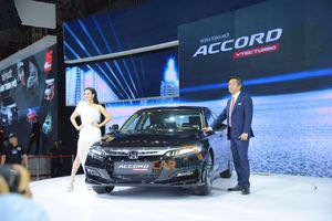 Honda Accord 2019 chốt giá 1,319 tỷ đồng, thách thức Toyota Camry