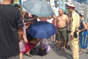 Hà Nội: Va chạm với xe máy khi qua đường, một phụ nữ lớn tuổi nguy kịch