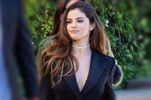 Selena Gomez diện đồ như doanh nhân sau tin đồn hát về Justin Bieber