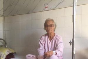 Thừa Thiên Huế: Ăn hồng giòn, một cụ bà nguy kịch vì loét dạ dày