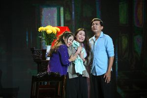NSND Hồng Vân, Phương Dung rơi nước mắt với tiết mục của Nhã Thy