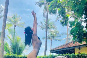 Sao Việt ngày 23/10: Thủy Tiên mặc áo tắm khoe đường cong chữ S
