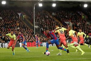 Man City 2-0 Crystal Palace: Nước cờ 'điên' của Pep Guardiola