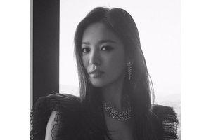Song Hye Kyo tung ảnh, đọ sắc Jang Nara trên MXH