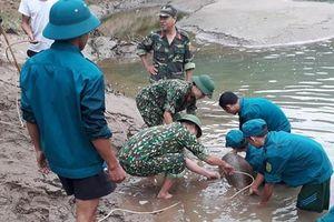 Kích nổ quả bom nặng gần 350 kg dưới sông ở Nghệ An