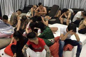 Đà Nẵng: 'Nam thanh nữ tú' thuê villa 'chơi' ma túy trong tiệc sinh nhật