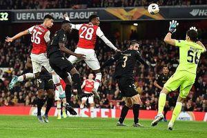 Pepe tỏa sáng, Arsenal ngược dòng thắng trận phút cuối