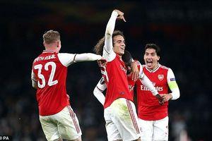 'Bom tấn' lập siêu phẩm đá phạt, Arsenal thắng ngược khó tin