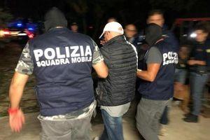 Tin tức thế giới 25/10: Italy phá đường dây mafia tuồn chất liệu độc vào Trung Quốc để sản xuất giày