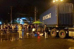 Va chạm với container, nam thanh niên đi xe máy tử vong
