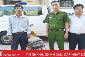 Nhận lại xe máy tại Hà Tĩnh sau … 5 năm 'bốc hơi' ở Nghệ An