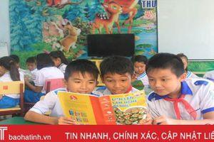 Hứng thú với tiết chào cờ đầu tuần 'chia sẻ sách' của học sinh Hà Tĩnh
