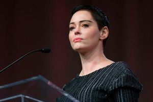Rose McGowan kiện Harvey Weinstein lạm dụng quyền lực để 'bịt miệng' các nạn nhân bị quấy rối