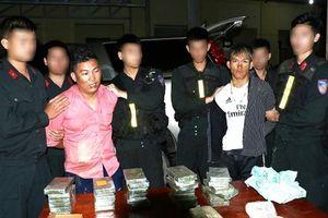Bắt 2 đối tượng vận chuyển 30 bánh heroin, 6.000 viên ma túy tổng hợp