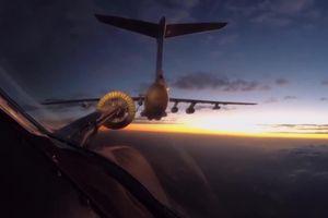 Máy bay ném bom Tu-160 Nga bay liên tục 11.000 km tới Nam Phi