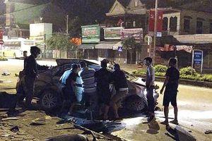 Xe khách đâm taxi, 3 hành khách tử vong, tài xế nguy kịch