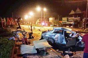 Ôtô 4 chỗ tông xe giường nằm, 3 người tử vong