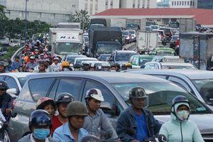 Hầm sông Sài Gòn đóng 2 giờ, đường xung quanh kẹt cứng