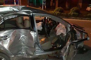 Xe khách tông taxi, 3 người chết