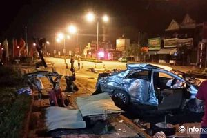 Nghệ An: Xe khách va chạm kinh hoàng với xe con, 3 người chết, 1 người bị thương