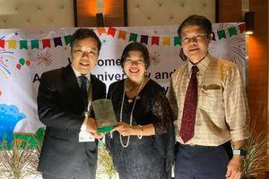 Người sáng lập Hạt Giống Tâm Hồn và First News nhận Giải thưởng quốc tế Cống hiến Vì Cộng Đồng
