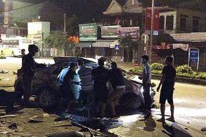 Nghệ An: Xe khách đâm xe con làm 3 người tử vong
