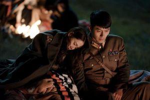 Lộ ảnh Son Ye Jin và Hyun Bin tình tứ trong 'Crash Landing on You'