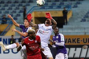 Phản ứng trọng tài, các cầu thủ TP. HCM suýt bỏ đá trận Bán kết Cup Quốc gia