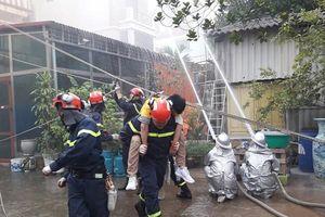 Hàng chục người được cứu thoát nạn tại kho xưởng trong tình huống cháy giả định