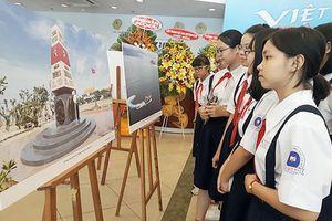 Triển lãm ảnh 'Việt Nam - Nhìn từ biển'